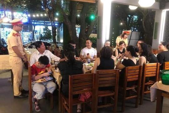 CSGT Đà Nẵng dừng việc tuyên truyền nghị định 100 trong quán nhậu