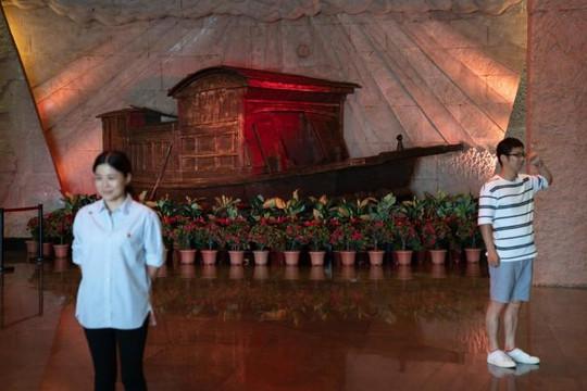 Trung Quốc: Về 'hồ thiêng' Nam Hồ thề yêu đảng, yêu bác Tập