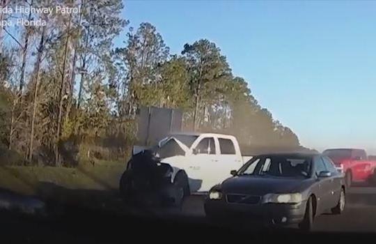 Không làm chủ tốc độ, ô tô gây tai nạn kinh hoàng trên cao tốc