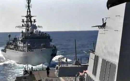Tàu chiến Nga và Mỹ suýt va chạm ở biển Ả Rập