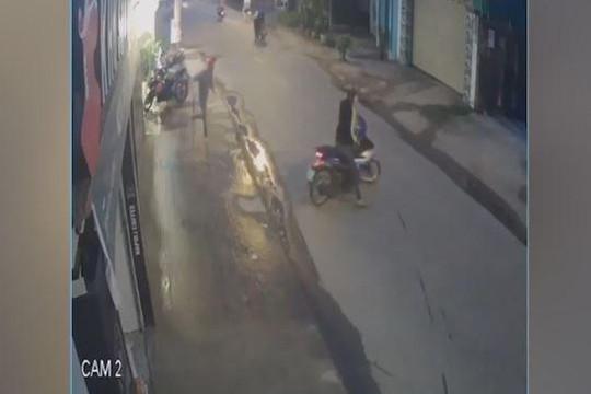Bẻ khóa xe máy không thành, trộm chạy trối chết khi bị phát hiện