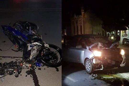 Clip tổ lái tử nạn khi vượt chốt CSGT kiểm tra nồng độ cồn và tông nát đầu ô tô