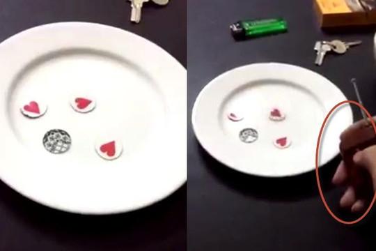 Clip lật tẩy trò xóc đĩa bịp bằng điều khiển từ xa: Cẩn thận kẻo cháy túi ngày Tết