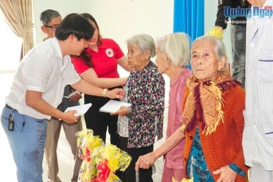 Nam Khang miền Trung tặng 500 suất quà Tết cho người nghèo