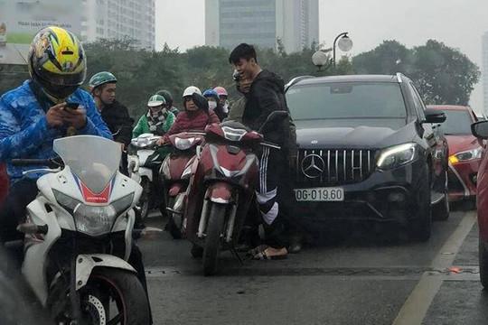 Vừa bảo dưỡng ô tô ăn tết, trung vệ Duy Mạnh gặp tai nạn ở Hà Nội