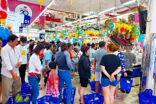 Dân Sài GÒn ùn ùn đi sắm tết, siêu thị đông đến 'nghẹt thở'