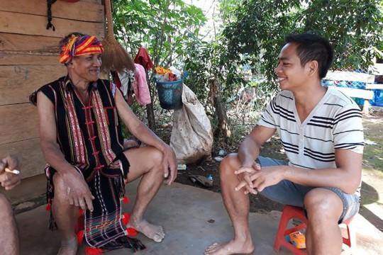 Chuyện người già làng đấu tranh chống bùa ngải, hủ tục