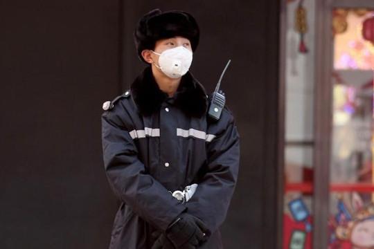 Triều Tiên phong tỏa giao thông với Nga, cử đội chống khuẩn vào các đại sứ quán