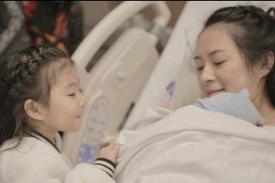 Đang làm mẹ ở Mỹ, Chương Tử Di vẫn lo lắng về coronavirus
