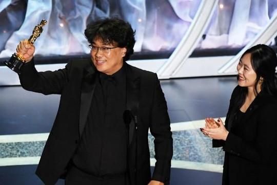 Nữ thông dịch viên của đạo diễn Bong Joon Ho tại Oscars 2020 là ai?