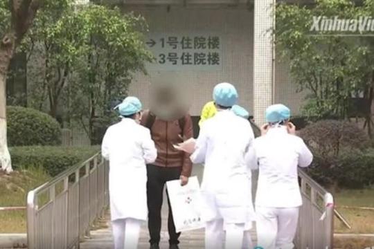 Trung Quốc: 1483 người chết do Covid-19, bệnh nhân nước ngoài đầu tiên xuất viện