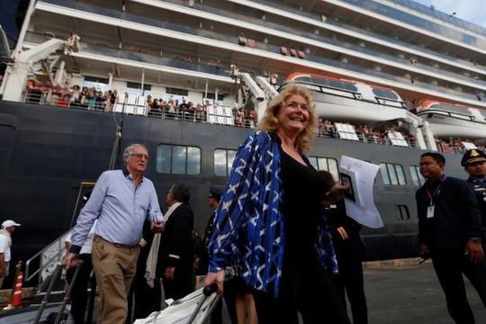 Hàng trăm người trên tàu MS Westerdam đã rời Campuchia tỏa đi khắp thế giới