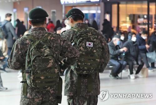 Hàn Quốc: 7 người chết, 11 binh sĩ mắc Covid-19