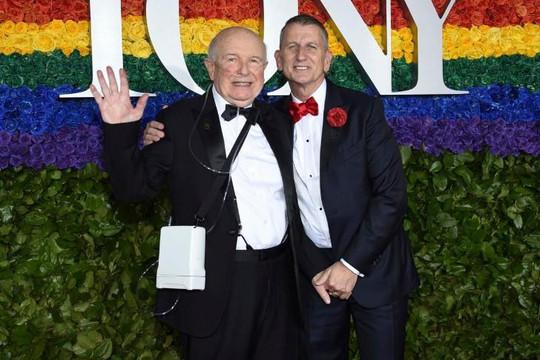 Nhà soạn kịch đồng tính từng 4 lần thắng giải Tony qua đời ở tuổi 81 vì COVID-19