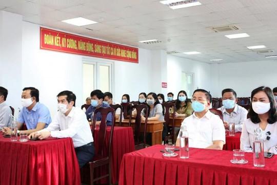 Hà Tĩnh tạm dừng các cuộc hội họp, tụ tập trên 20 người