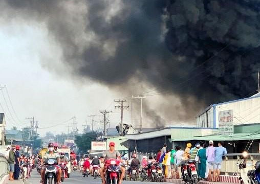 Tiền Giang: Cháy lớn tại công ty sản xuất bao bì
