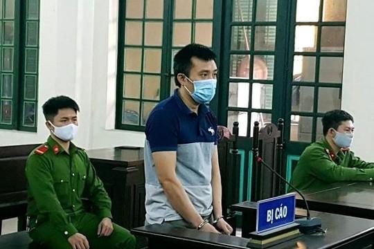 Gây gổ với công an phường, người đàn ông lĩnh án 12 tháng tù
