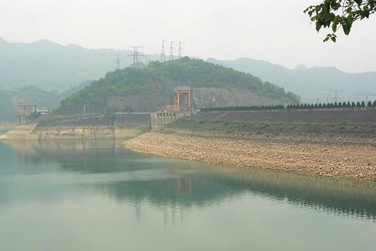 Thủy điện Hòa Bình thiếu nước nghiêm trọng, chỉ cách mực nước chết 7m