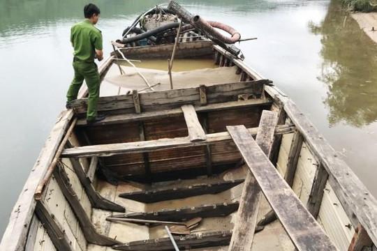 Quảng Bình lần đầu khởi tố bị can khai thác cát trái phép