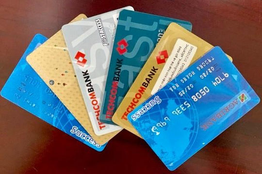 Đẩy mạnh việc chi trả lương hưu, trợ cấp BHXH và BHTN qua thẻ ATM