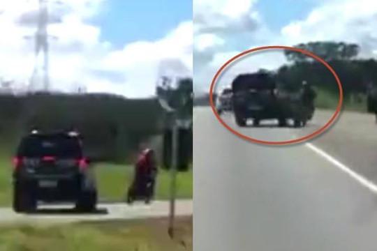 Clip cảnh sát lái xe bán tải truy đuổi, húc ngã biker đánh võng mô tô như rang lạc