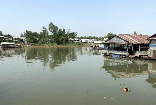 Tiền Giang: Huyện Cái Bè 'lỡ tay' cho phá đập, nước mặn phá vườn cây tiền tỉ của dân