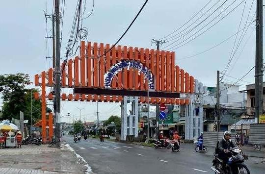 An Giang: Chi gần 7 tỉ làm cổng chào ở Long Xuyên có cần thiết không?