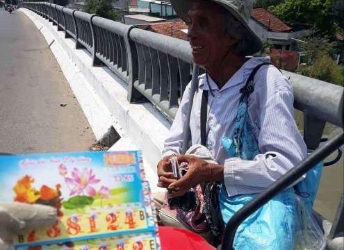 Vĩnh Long: Hỗ trợ 750 triệu đồng cho người bán vé số dạo có hoàn cảnh đặc biệt khó khăn
