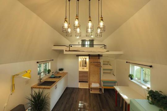 Tự tay cải tạo nhà kho cũ giữa vườn thành căn nhà gỗ tiện nghi của cặp vợ chồng Việt tại Mỹ