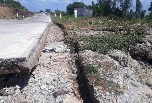 Cà Mau: Đường phòng hộ đê biển Tây sụt lún một đoạn hơn 100 mét