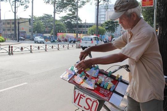 TP.HCM chi 9 tỉ đồng hỗ trợ gần 12.000 người bán vé số