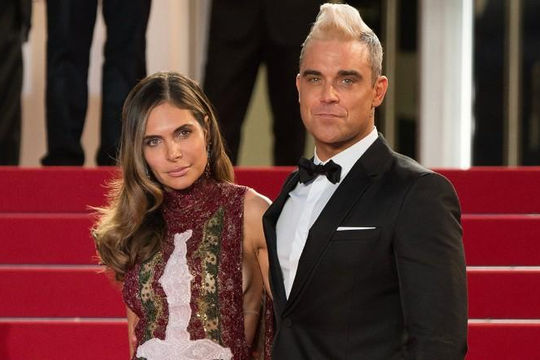 Ca sĩ Anh Robbie Williams sợ bị cướp xông vào nhà