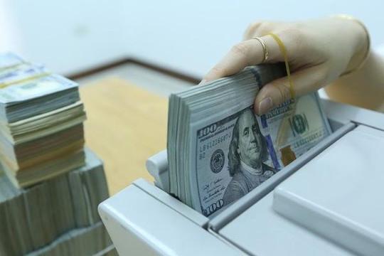Giá bán USD tại ngân hàng thương mại đồng loạt vượt 23.000 đồng