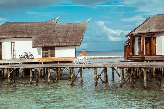 Ông bầu của Ngọc Trinh 'gây choáng' khi thuê hẳn biệt thự sang ở Maldives để... quay clip