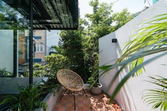 Ngôi nhà hình chiếc ô trong hẻm nhỏ ở Sài Gòn