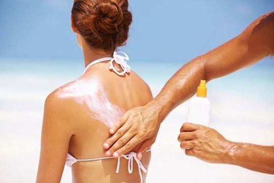Làm gì để làn da không bị 'xuống cấp' khi đi du lịch dài ngày?