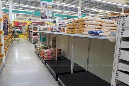 Hạn hán và tâm lý tích trữ khiến giá gạo đóng túi ở Thái Lan tăng