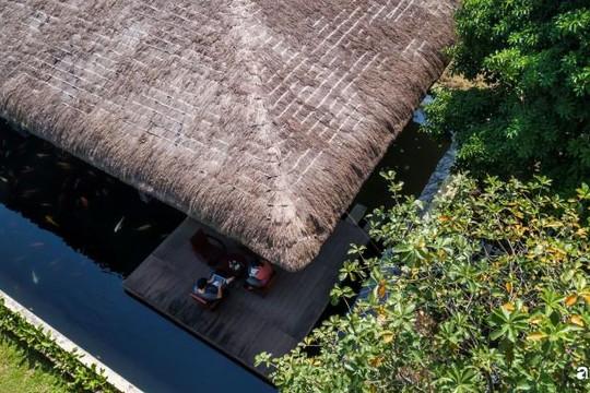 Ngôi nhà vườn hòa mình giữa thiên nhiên ở Long An được lên báo nước ngoài