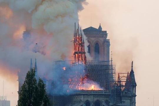 Trái tim Paris ngừng đập nhưng 'phượng hoàng sẽ hồi sinh từ tro tàn'