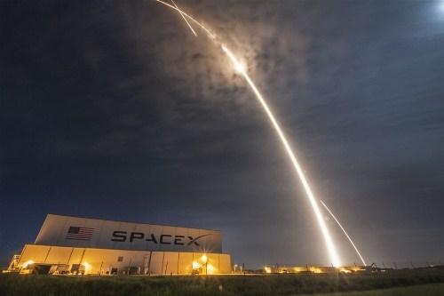 Video thử nghiệm thành công tầng 1 tên lửa đẩy Falcon 9