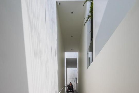 Ngôi nhà đặc biệt ở Huế: Thiết kế 2 tầng lầu nhưng không có cầu thang, dành cho người khuyết tật và lớn tuổi