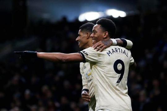 Martial và Rashford hạ gục Burnley, đưa M.U tiệm cận top 4 Premier League
