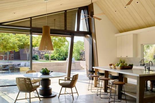 Ngôi nhà có thiết kế không tường giữa cánh đồng dung nham gây ấn tượng trong giới kiến trúc