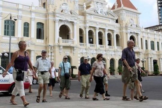 Đồng loạt hủy hàng chục ngàn tour du lịch vì COVID-19