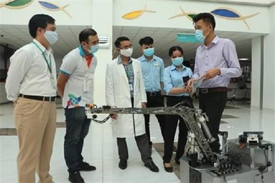Bệnh viện nhi đầu tiên sử dụng robot khử khuẩn thay thế nhân viên y tế