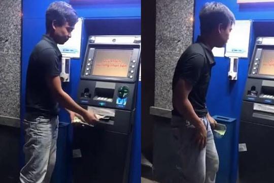 Vui vẻ quay clip câu view, tái mặt vì bị máy ATM nuốt tiền: Có lấy lại được?