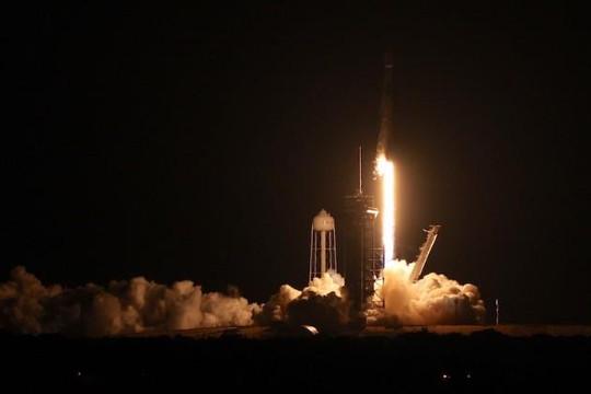 SpaceX phóng cùng lúc 59 vệ tinh vào không gian