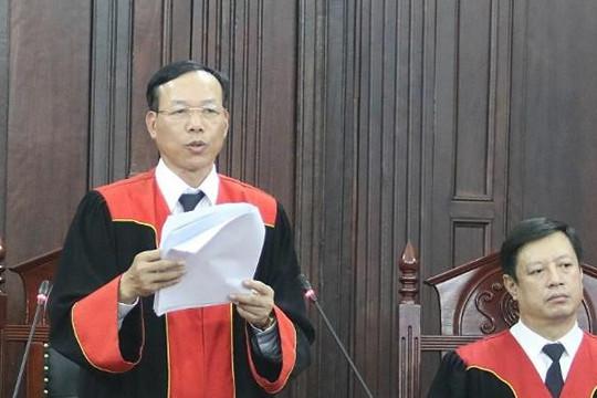 Phó chánh án Nguyễn Trí Tuệ giải thích vai trò của Chánh án Nguyễn Hòa Bình trong xét xử vụ án Hồ Duy Hải