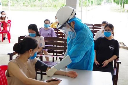 Khám sàng lọc cho 29 phụ nữ mang thai trong khu cách ly ở Sóc Trăng