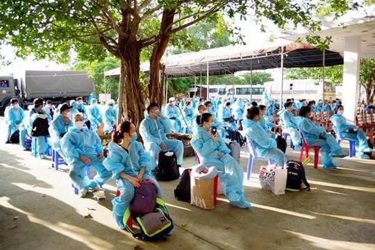 Sóc Trăng đón thêm 117 người về từ Singapore: Nhiều thai phụ, sinh viên không có nơi ở